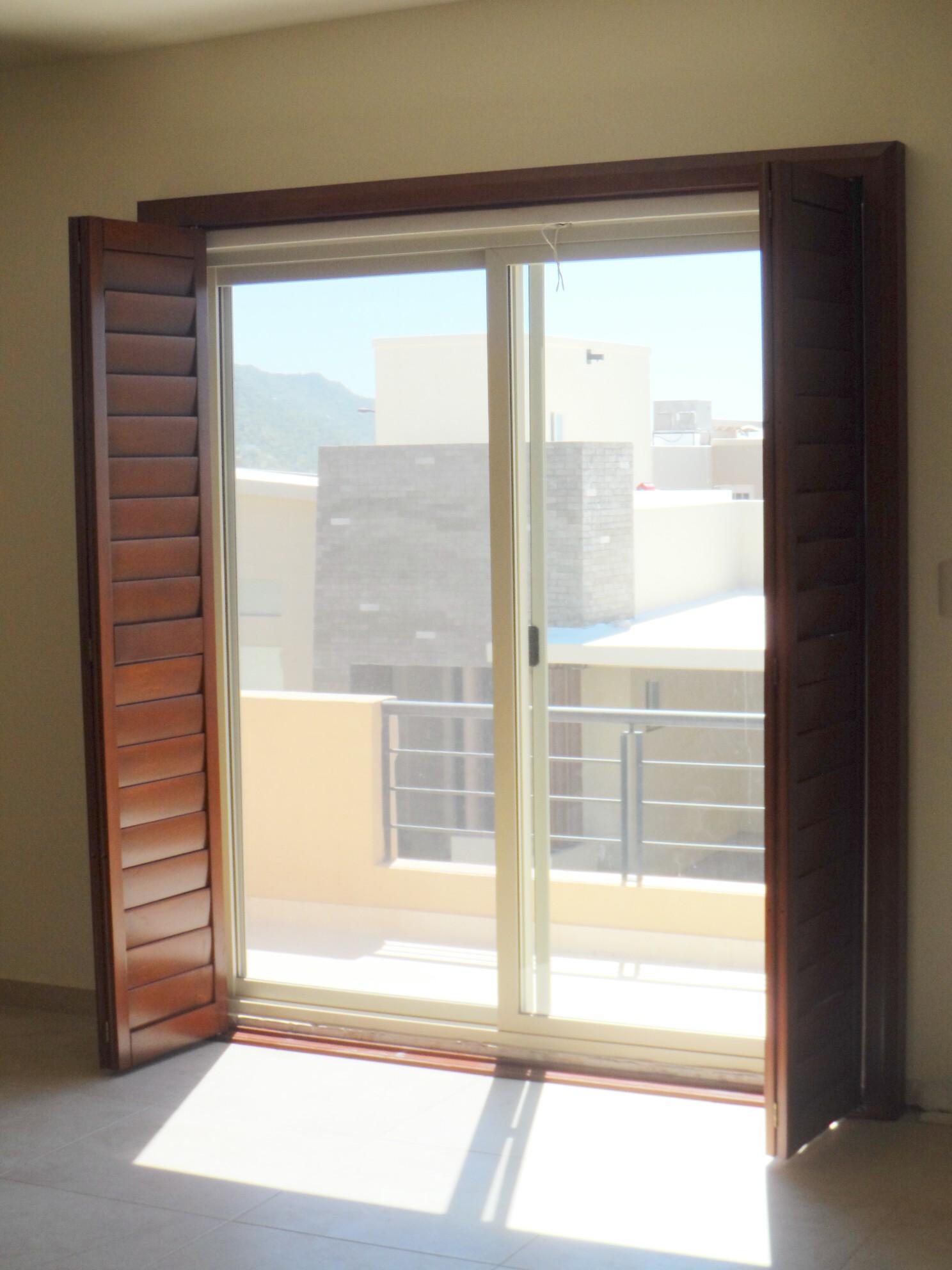 Shutters para puerta jardin o balcon - Persianas para balcones ...